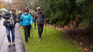 Spacer nordic walking z seniorami. Marszałek Senatu zachęcał do aktywności