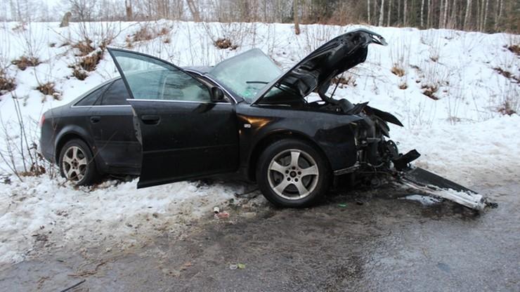 Rozpędzone Audi uderzyło w dom. Trzy osoby w szpitalu
