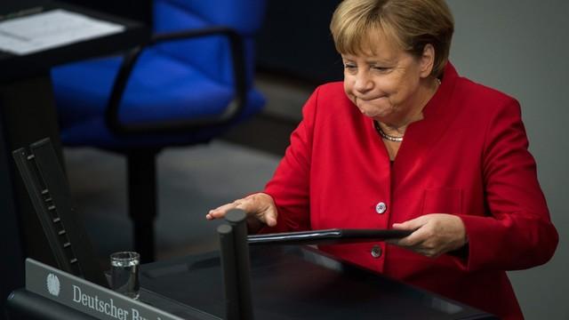 Niemcy: Merkel broni w Bundestagu swojej polityki migracyjnej