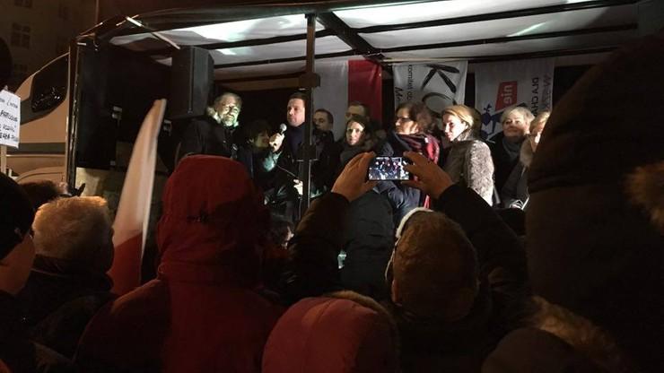 2016-12-17 Protest KOD przed Sejmem. W obronie demokracji i dziennikarzy