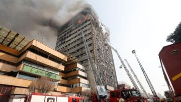 Wieżowiec zawalił się, gdy strażacy próbowali ugasić pożar. 30 osób nie żyje