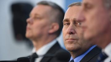 """""""Rząd Szydło będzie miał twarz Misiewicza"""". Opozycja krytykuje rok gabinetu PiS"""