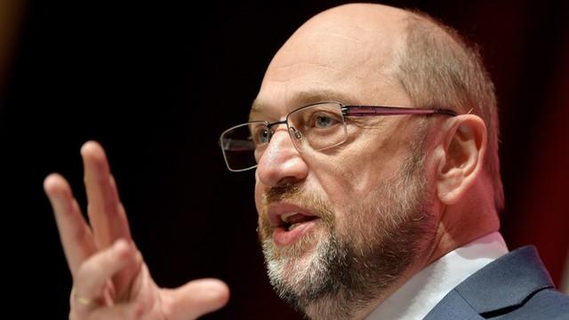 Niemcy kochają Martina Schulza - wolą go od Merkel