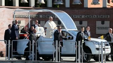 30-07-2016 08:49 Franciszek w Łagiewnikach. Modlił się przed grobem św. Faustyny i spowiadał młodych