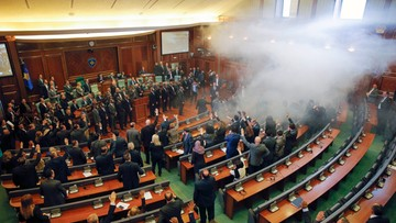19-02-2016 13:15 Kosowo: opozycja blokuje obrady parlamentu. Rozpylono gaz łzawiący