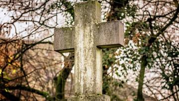 02-03-2017 12:09 Wykopał ciało z grobu, bo w prosektorium pomylono zwłoki. Przedsiębiorca pogrzebowy przed sądem