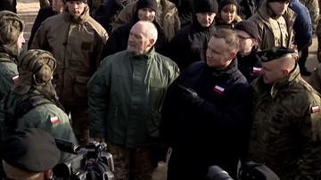 """05-09-2017 09:48 """"Fakt"""": prezydent chciał dymisji Macierewicza. Miał o tym rozmawiać z premier Szydło"""