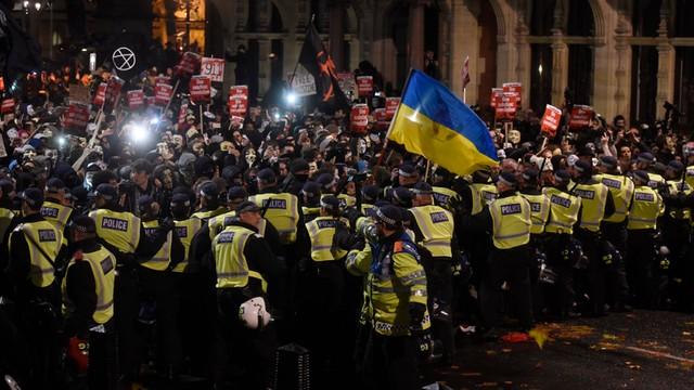 Dzień Guya Fawkesa w Londynie - starcia demonstrantów z policją