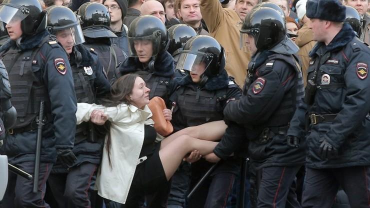 UE wzywa Rosję do wypuszczenia zatrzymanych demonstrantów