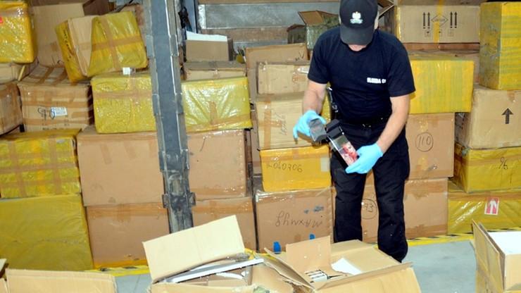 W ręce celników wpadły podrobione perfumy o wartości 13,5 mln złotych