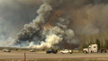 04-05-2016 06:11 Olbrzymi pożar lasów w kanadyjskiej prowincji Alberta. Wielotysięczna ewakuacja mieszkańców