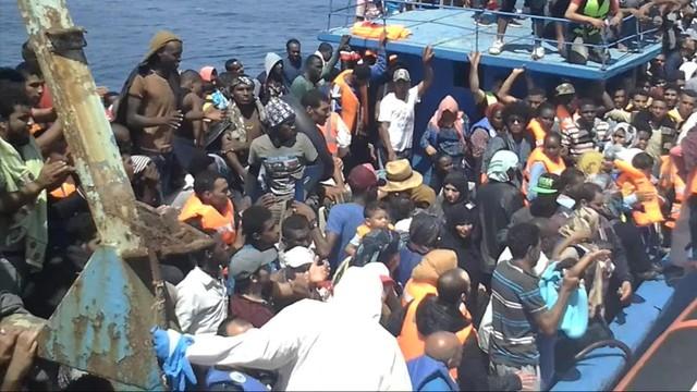 W ciągu 6 dni do Włoch przybyło 13 tysięcy migrantów