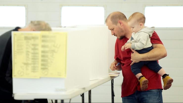 """USA: 75 proc. wyborców za liderem, który """"odzyska kraj z rąk bogatych"""""""