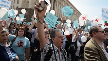 06-04-2016 18:51 Tysiące lekarzy protestują pod siedzibą rządu w Bułgarii