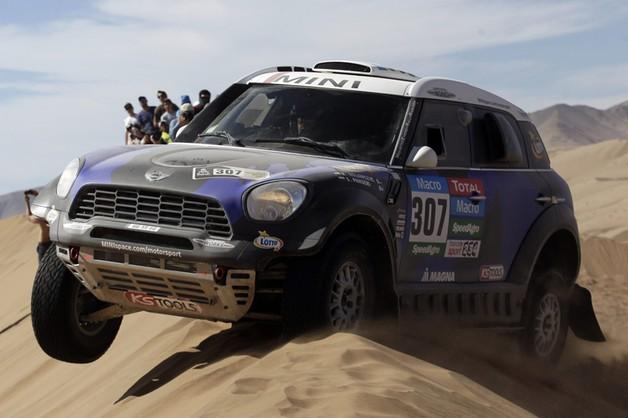 Dakar: Sonik wygrał 4. etap, Hołowczyc nie odpuszcza