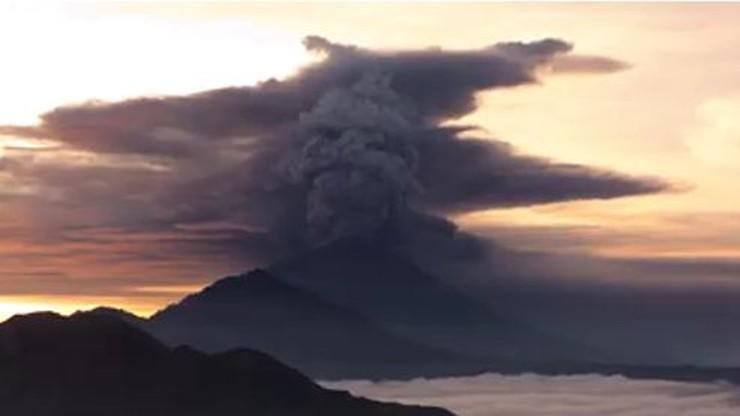 Erupcja wulkanu na Bali. Ostrzeżenia dla ruchu lotniczego