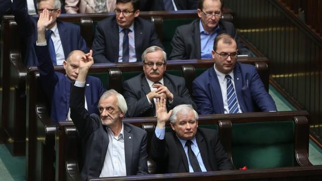 Sejm uchwalił nowelizację ustawy o służbie cywilnej