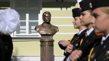 """W Moskwie pojawiło się popiersie Stalina. """"Symbol kontynuacji naszej historii, bez wykreślonych nazwisk"""""""