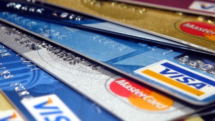CBOS: 4 na 10 Polaków tkwi w długach, połowa nie ma zabezpieczenia