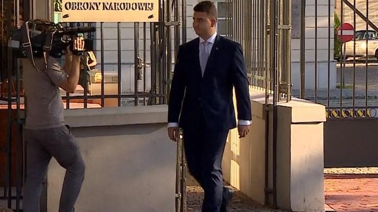 Media: Bartłomiej Misiewicz będzie zarabiał 50 tys. zł. PGZ: to nieprawda