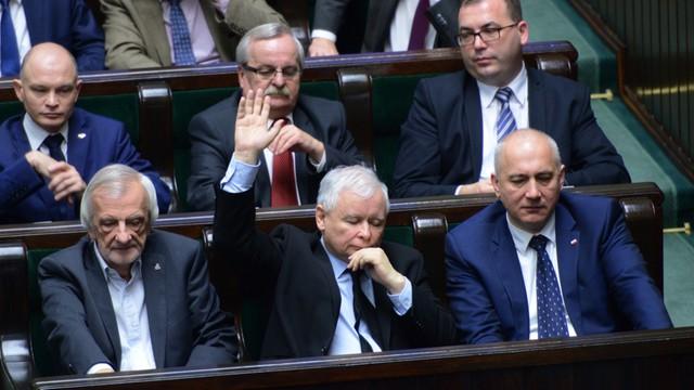 6 godzin debaty nad projektem 500 plus - opozycja nic nie zdziałała