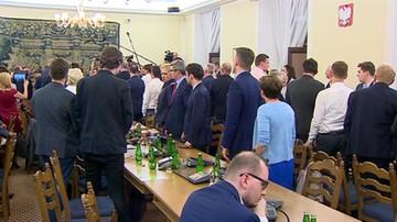 Posłowie odśpiewali hymn podczas głosowania poprawek do projektu ustawy o SN podczas posiedzenia komisji sprawiedliwości
