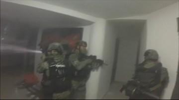 """12-01-2016 10:24 Władze Meksyku opublikowały film z ujęcia """"El Chapo"""". Strzały i brawurowa akcja"""