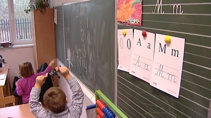 """Organizacja pro-life krytykuje politykę prorodzinną PiS i """"seks-edukację"""" w szkołach"""