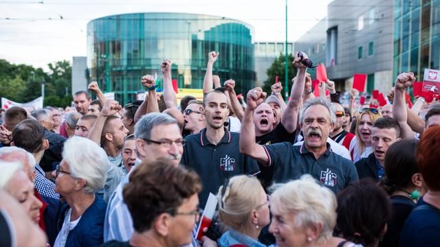 Obchody rocznicy poznańskiego Czerwca '56 - gwizdy, krzyki, przepychanki