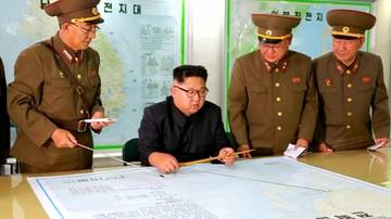 """Korea Płn. grozi """"bezlitosnym uderzeniem"""". Odpowiedź na amerykańskie manewry"""