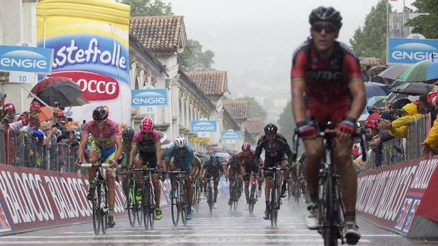 Giro d'Italia - Polski kolarz w szpitalu po kraksie