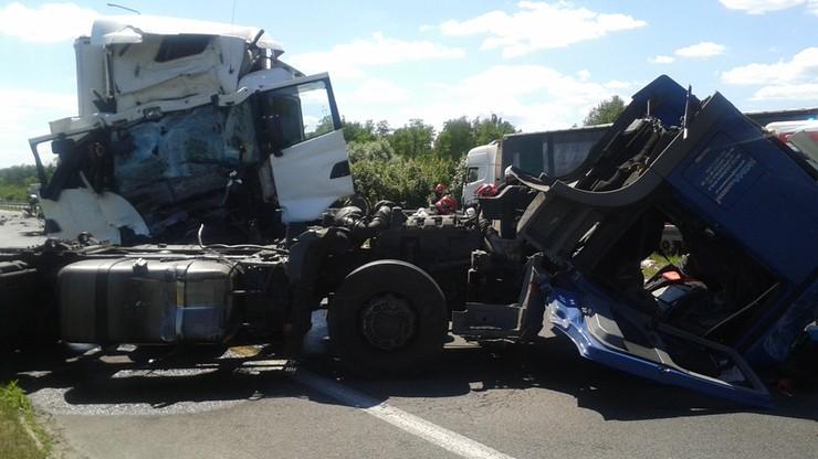 2016-06-07 Wypadek w Siomkach koło Piotrkowa Trybunalskiego. Zderzyły się trzy tiry