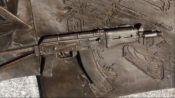 Skandal w Moskwie. U podstaw pomnika Kałasznikowa wmontowano niemiecki karabin