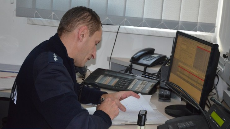 Policjant pomagał uratować noworodka przez telefon