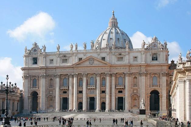 Zapomniane miliony Watykanu - księża bogatsi niż myśleli