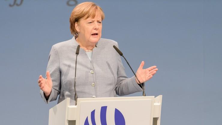 """""""Spiegel"""": Merkel wściekła na Junckera. Wini go za przeciek ws. rozmowy z May"""