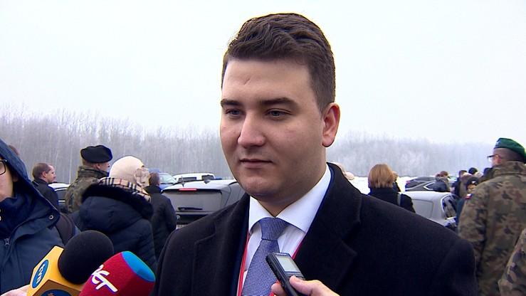 """""""Minister Misiewicz"""". Kolejne nagranie z honorami dla rzecznika MON"""