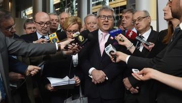 """13-04-2016 14:38 """"Absurdalna, szkodliwa, nierzetelna i przeciwskuteczna"""" - europarlamentarzyści PiS o rezolucji ws. Polski"""