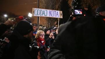 13-12-2015 21:54 Dwie demonstracje przed domem Jarosława Kaczyńskiego