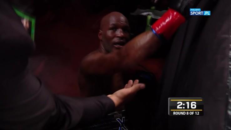 2016-12-18 Hopkins wypadł z ringu! Pojawiła się krew na plecach weterana