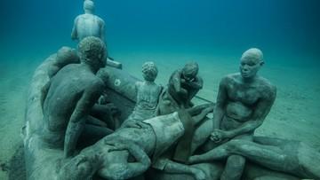 15-02-2016 13:35 Rzeźba uchodźców pod wodą. Artyści oddają hołd ofiarom kryzysu migracyjnego