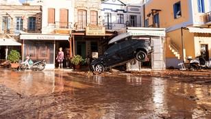 Gigantyczne ulewy pustoszą Grecję