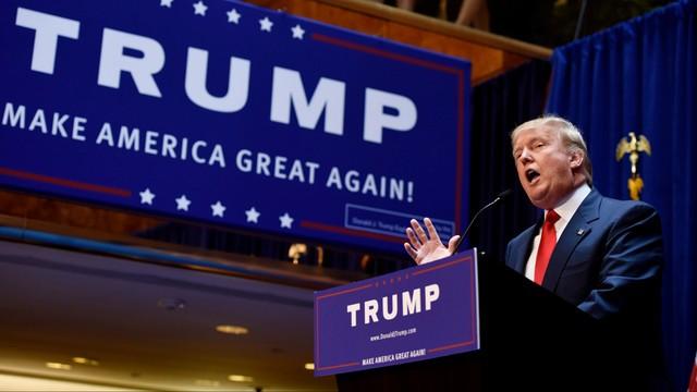 Trump walczy o głosy na Florydzie, gdzie prowadzi Clinton