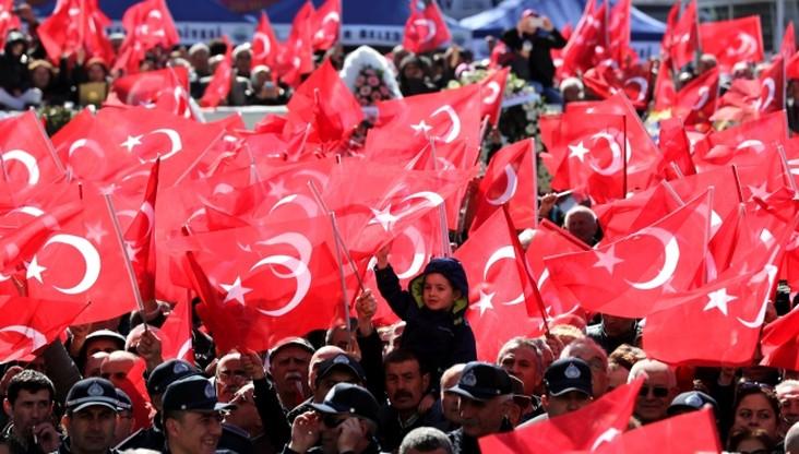 """Holendrzy tureckiego pochodzenia """"uwięzieni"""" w Turcji"""