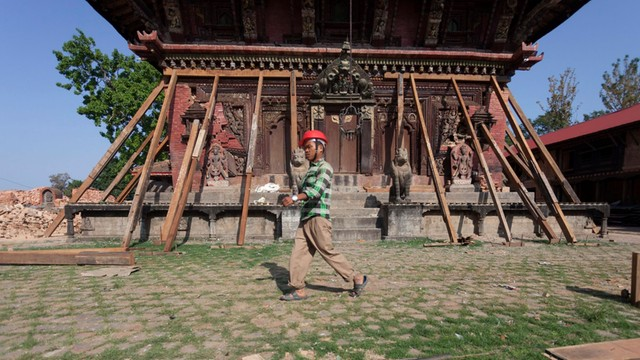 Nepal: Po trzęsieniu ziemi mieszkańcy wioski biorą los we własne ręce