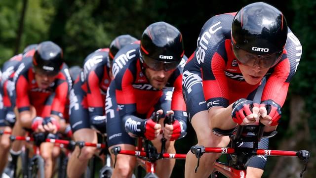 Tour de France: kolarze BMC wygrali jazdę drużynową na czas