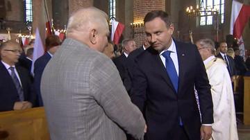 31-08-2016 18:52 Andrzej Duda i Lech Wałęsa uścisnęli sobie dłonie. W kościele rozległy się brawa