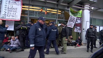 Policja zatrzymała 22 protestujących w obronie Puszczy Białowieskiej. Postawiła im zarzuty naruszenia miru domowego