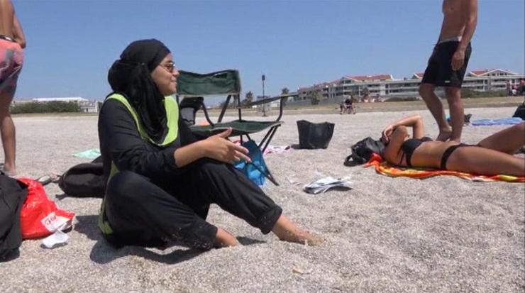 """""""Plaże powinny być wolne od roszczeń religijnych"""". Francuski premier popiera lokalne zakazy burkini"""