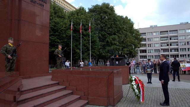 Prezydent Duda na Śląsku - wieńce pod pomnikami i protesty KOD